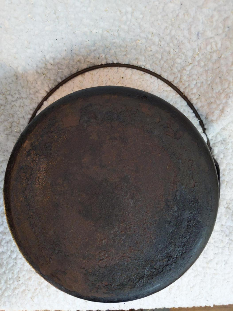 Can someone help me identify this cast iron Dutch oven-15900936387738080075478252287719_1590093647088.jpg