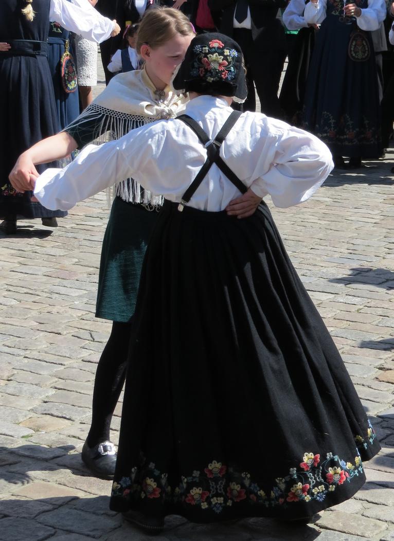 National costumes-bul-sarpsborg-opptreden-17-mai-3b.jpg