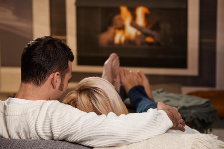 Inexpensive Date Ideas?-couple-fall.jpg