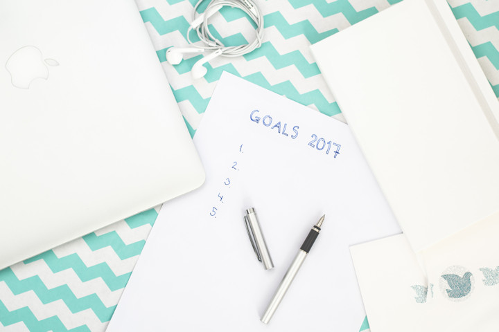 Money-Saving New Year's Resolutions for 2017