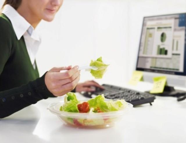 healthyeatingatofficedesk