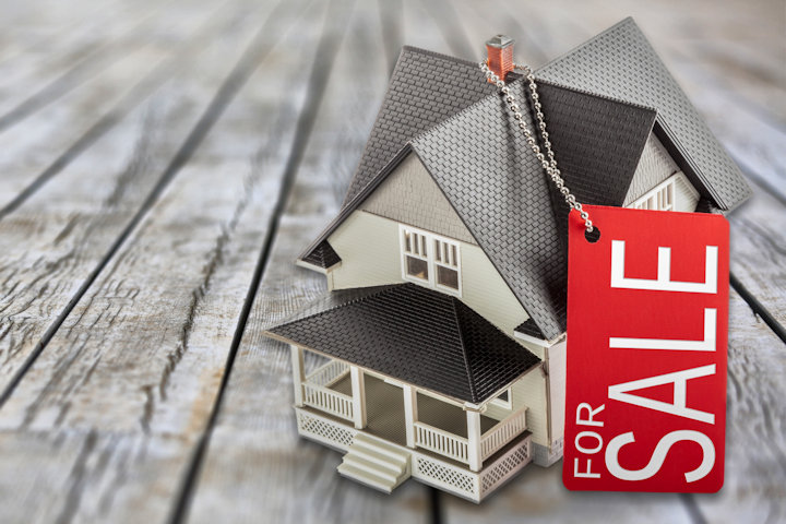 How to Save Money When Selling Your House