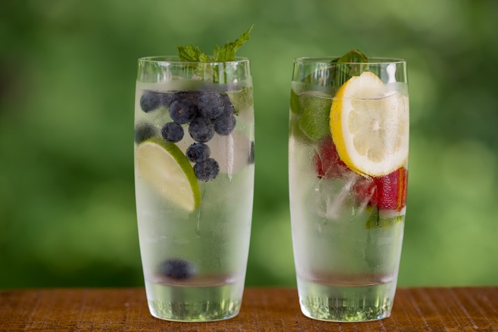 Fresh and Easy: Recipes for Infused Water