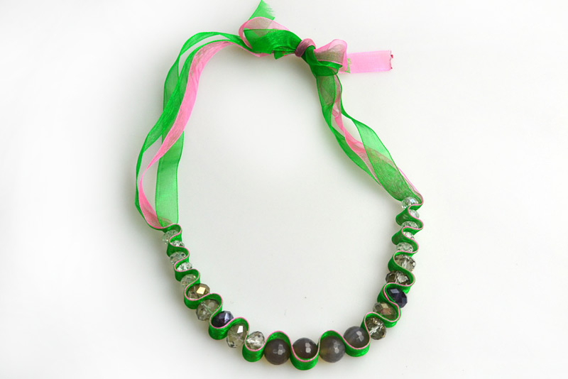 Ribbon necklace-ribbon-necklace-instructions-wavy-necklace-out-organza-ribbon-glass-beads.jpg