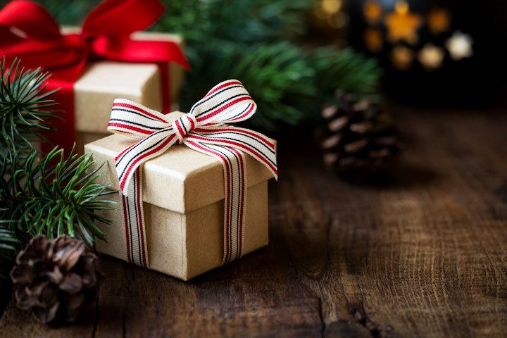 6 Ways to Save Money on Christmas Gifts