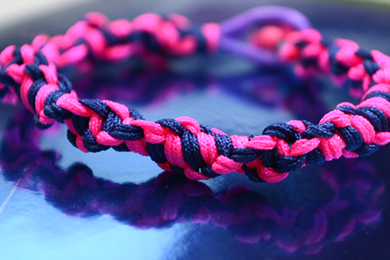 Give you a gift, happy weekend!-string-bracelets-instructions1.jpg