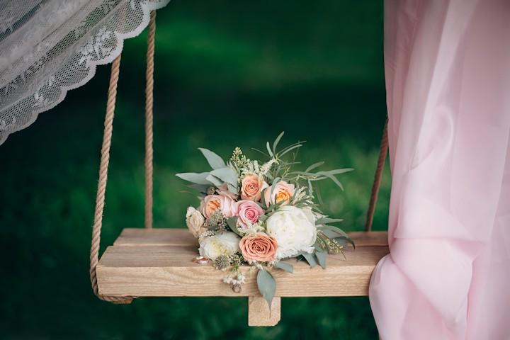 Money-Saving Tips for a Summer Wedding