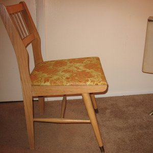 Craigslist $85.00 table - chair that goes with set  - sideview.
